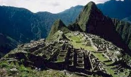 Machu Picchu 2D/1N  Tour With Train from Ollantaytambo.